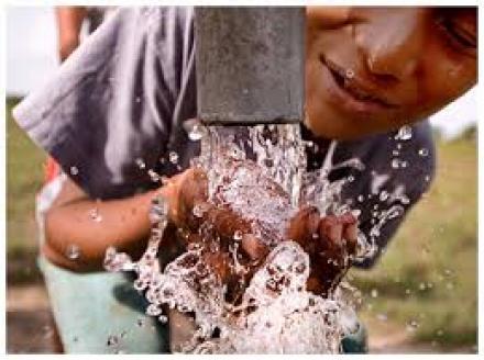 pemasangan aliran air bersih pada warga